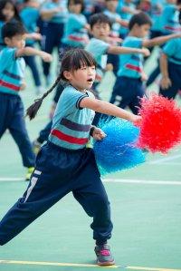 Dziewczynka z pomponami